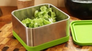 How to keep lettuce and greens longer