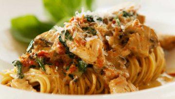 Pasta Pesto with chicken, mushrooms and sundried tomatoes